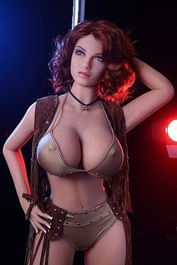Sexdocka med stora bröst och rött hår